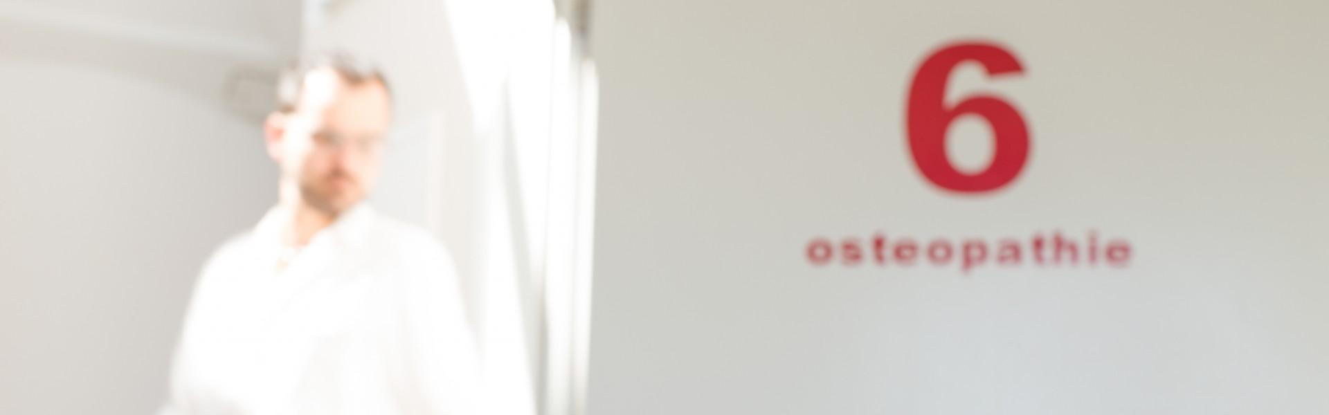 behandlungszimmer-6-osteopathie-header-detail-praxis-klenk_3apr15_cclausen-2-e1429265759569
